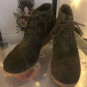 TOMS Olive Green Suede Desert Wedges Anke Boots W8